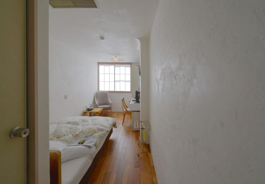 壁〜天井へR加工の貝灰漆喰