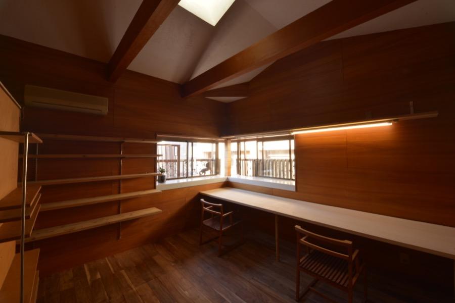 漆喰と木の室、レンタルデスク誕生!